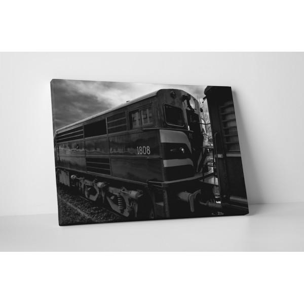 Čierno-biela lokomotíva