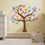 Farebný strom s vtáčikami